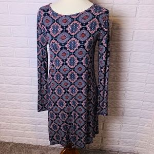 😊 Loveappella Dress Size Medium Long Sleeves